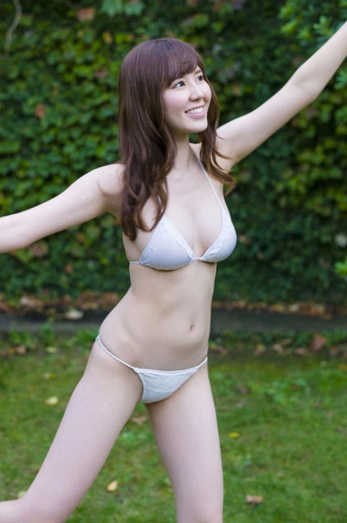 水着からハミ乳がセクシーな金子栞の画像