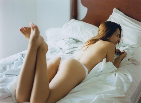 ベッドで横になるNiki