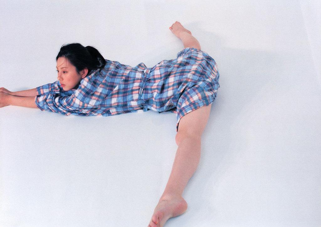 開脚の米倉涼子