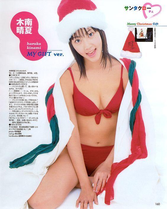 サンタ帽をかぶる木南晴夏